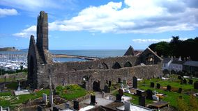 Friedhof mit Hafen stockbild