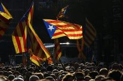 Friedlich Protest gegen die Festnahmen von zwei katalanischen Separatistführern und ihre Befreiung verlangen Stockbilder