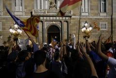 Friedlich Protest gegen die Festnahmen von zwei katalanischen Separatistführern und ihre Befreiung verlangen Lizenzfreie Stockbilder