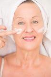 Friednly kobiety twarzy Dojrzały moisturizer Fotografia Stock