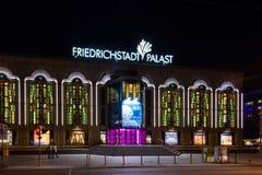 Friedrichstadt Palast nachts Lizenzfreie Stockfotos