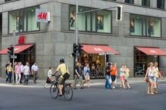 Friedrichstrasse的H&M商店 库存图片