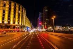 Friedrichstrasse i Berlin, Tyskland, på natten Royaltyfria Foton