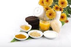 Friegue el café, el yogur, la cúrcuma, la miel y Phlai de la receta imagen de archivo