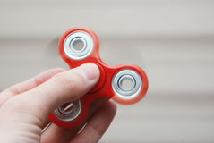 Friemel spinner in de hand Stock Foto's