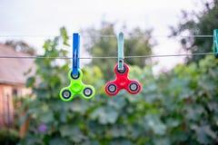 Friemel spinners op draad royalty-vrije stock foto