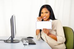 Friendly business lady showing a letter Royalty Free Stock Photos