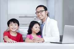 Friendly doctor with children Royalty Free Stock Photo