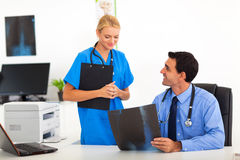 Friendly doctor nurse Royalty Free Stock Images