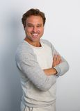 Friendly man smiling with arms crossed Royalty Free Stock Photography