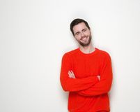 Friendly young man smiling with arms crossed Royalty Free Stock Photos