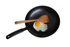 Friendo el huevo en la cacerola aislada Imagen de archivo libre de regalías