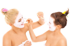 Friends applying facial masks Royalty Free Stock Photography