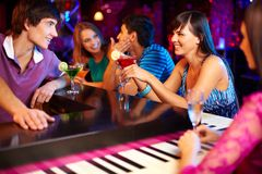 Friends in bar Royalty Free Stock Photography