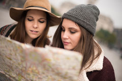 Friends consulting a city map Royalty Free Stock Image