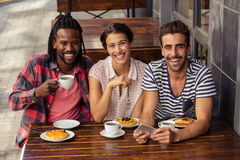 Friends drinking coffee and using smartphone Royalty Free Stock Photo
