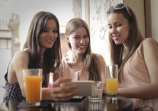 Friends drinking orange juice Royalty Free Stock Photos