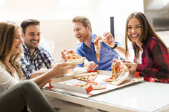 Friends eating pizza Royalty Free Stock Images