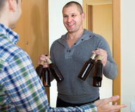 Friends gathering to drink beer at home Royalty Free Stock Photos