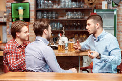 Friends have a beer at the pub Royalty Free Stock Images