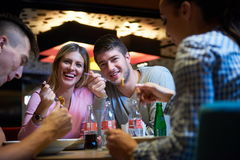 Friends have lanch break in shopping mall Royalty Free Stock Photos