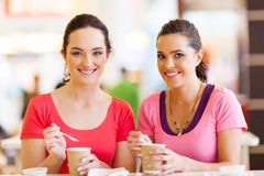 Friends having drinks Royalty Free Stock Photography