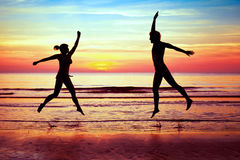 Friends having fun on the beach Royalty Free Stock Photography