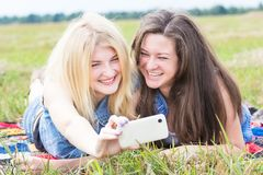 Friends having fun with phone camera Royalty Free Stock Photos