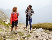 Friends hiking together Royalty Free Stock Photography