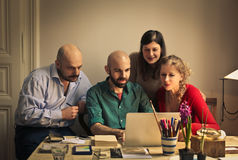 Friends looking at the laptop Royalty Free Stock Photography