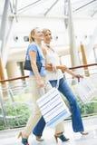 friends mall shopping Στοκ Φωτογραφίες