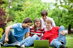 Friends outdoors with laptop Royalty Free Stock Photography