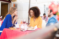 Friends outside at the coffee shop Royalty Free Stock Photography