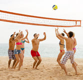 Friends playing volleyball Royalty Free Stock Photos