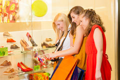 Friends shoe shopping in a mall. Or shop having fun Royalty Free Stock Photos