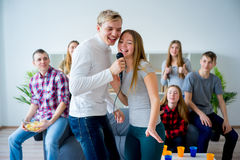 Friends singing a song together Royalty Free Stock Photos