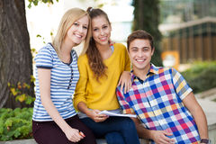 Friends smiling Royalty Free Stock Photography