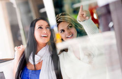 Friends window shopping Royalty Free Stock Images