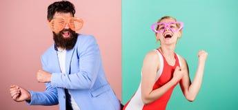 Frienship dell'uomo e della donna felici hipster Coppie felici nel partito fotografie stock libere da diritti