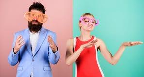 Frienship dell'uomo e della donna felici hipster Coppie nell'amore Relat fotografia stock libera da diritti