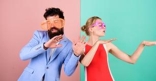 Frienship dell'uomo e della donna felici hipster Festa dell'ufficio Migliore franco immagine stock