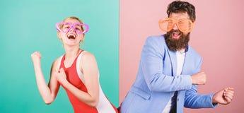 Frienship van de gelukkige mens en vrouw hipster Gelukkig paar in partij royalty-vrije stock fotografie