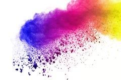 Frieren Sie Bewegung von den farbigen Pulverexplosionen ein, die auf weißem Hintergrund lokalisiert werden lizenzfreies stockbild