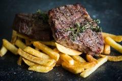 fries франчуза зажгли стейк Стоковое Фото