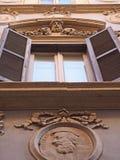 Fries bij het Roman buliding Stock Foto