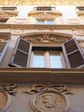 Fries bij het Roman buliding Stock Foto's