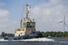 Friesland är kommande och genom att använda motorn Royaltyfria Bilder