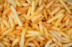 Frieten, gebraden aardappel over witte achtergrond Stock Afbeelding