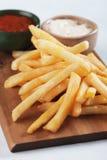 Frieten met ketchup en mayonaise Stock Foto's