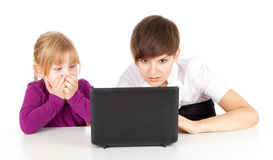 Frightened mother and daughter with laptop Royalty Free Stock Photography